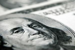 美元随美债收益率走低!欧洲央行宣布缩表鼓舞欧元攀高 美联储官员急释鸽暖场 人民币中间价上调49基点