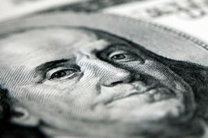 """美元强压各路货币!汇市摆脱""""美国经济大幅降温""""担忧 欧元、澳元与英镑纷纷挫贬 人民币中间价骤降197基点"""